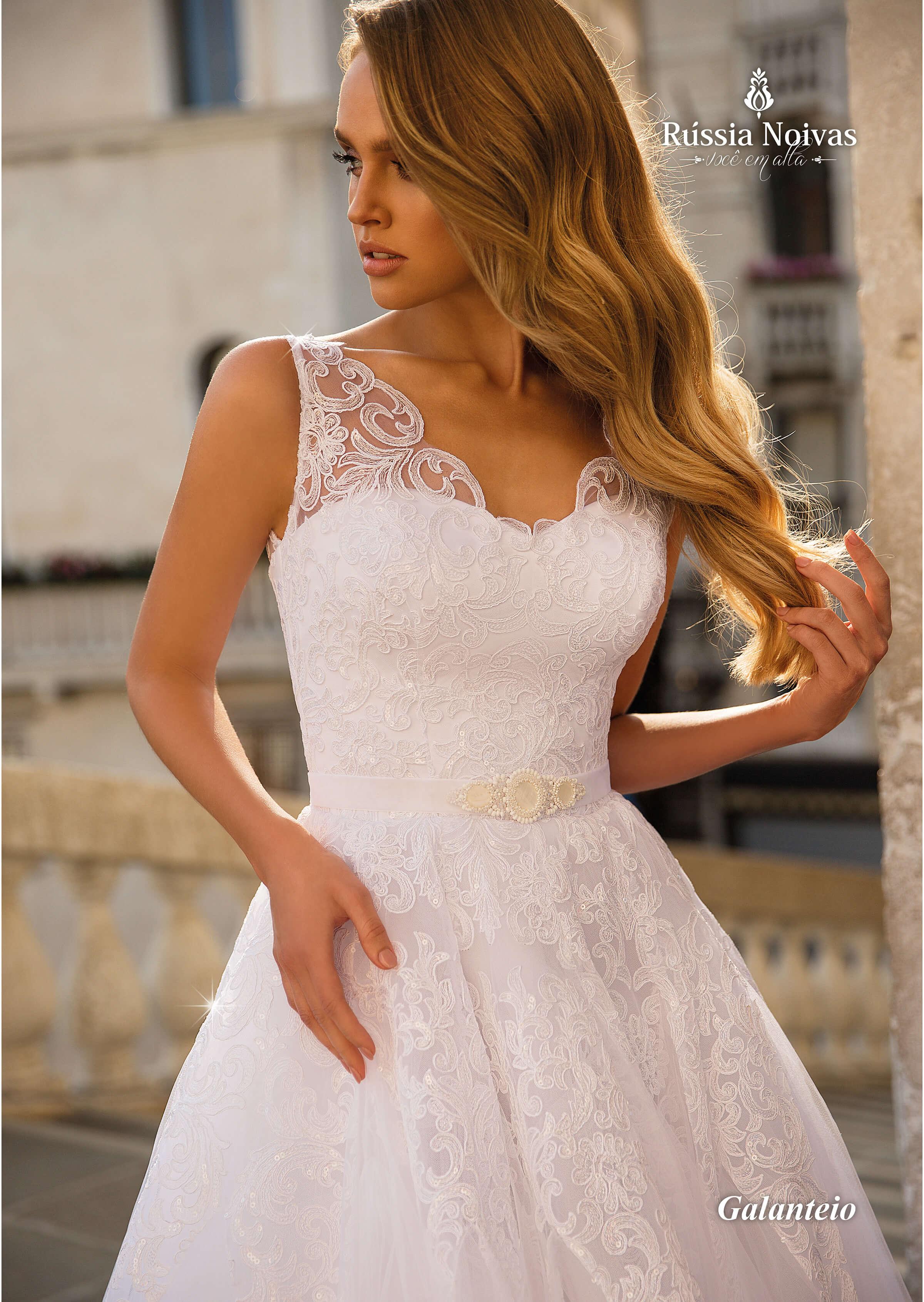 5aa71a307f Esse modelo é perfeito para noivas mais clássicas e angelicais! Seu corpete  é todo bordado com renda guipir